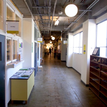 ものづくり学校一階廊下